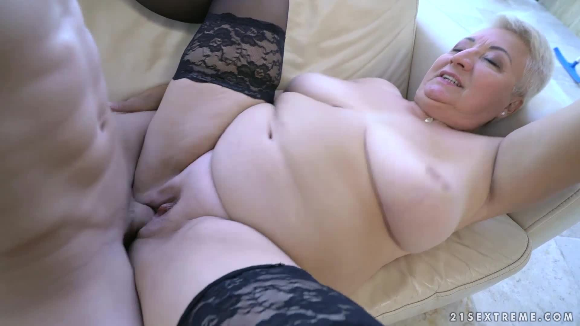 pics of sexy lips woman on cock